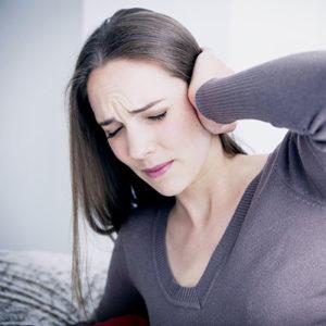 Боли в ушах – причины и способы лечения